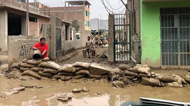 Los Ministros Voluntarios en Perú a causa de las fuertes lluvias que causan inundaciones y deslizamientos de tierra mortales