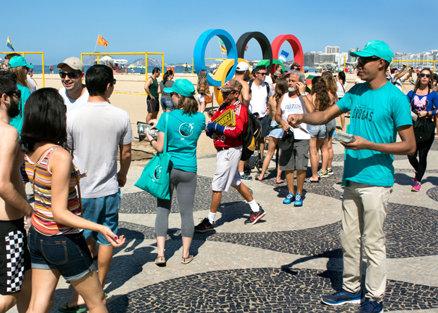 Distribución del folleto en Río