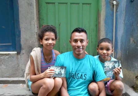 One of the volunteers from the Foundation for a Drug-Free Venezuela, helping Rio youngsters.