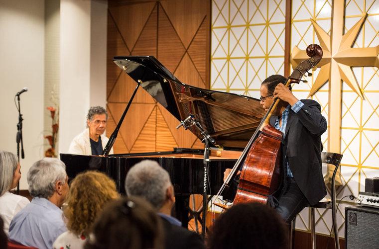Musikgiganterna Chick Corea vid pianot och Stanley Clarke på bas