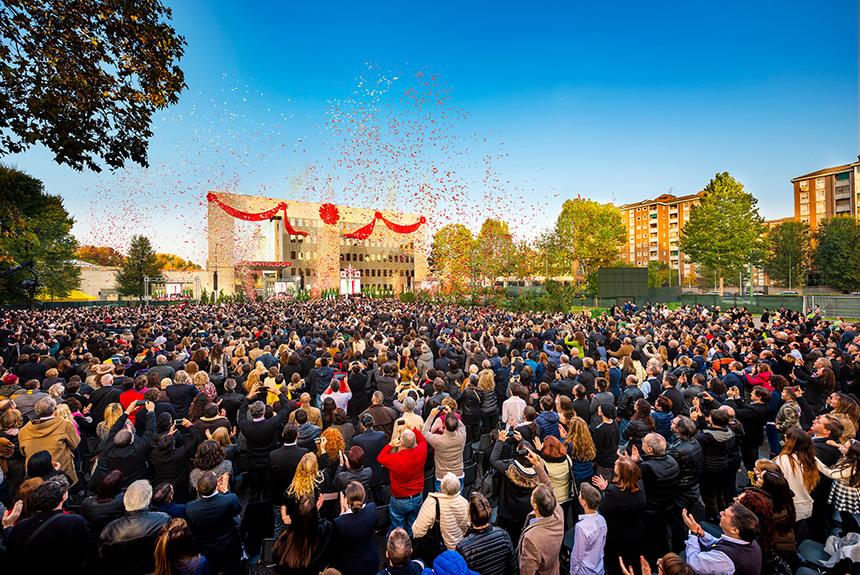 Slavnostní otevření nové budovy Scientologické církve Miláno v Itálii